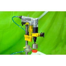 Пневматический укупорщик бутылок пластиковыми пробками с резьбой